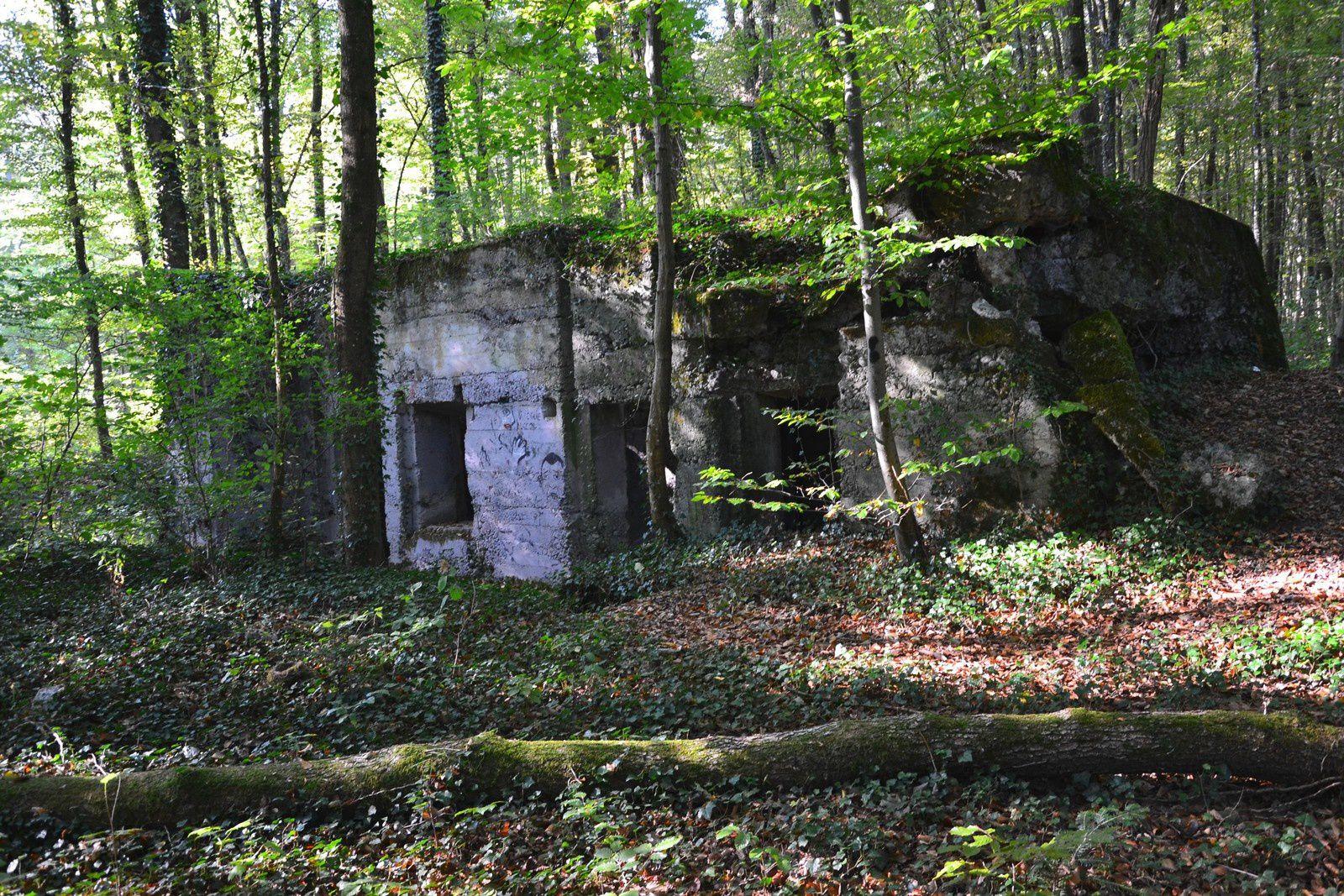 Un blockhaus non loin du village