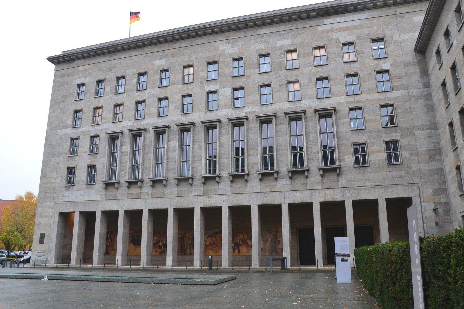 Berlin - Une fresque de l'époque de la RDA