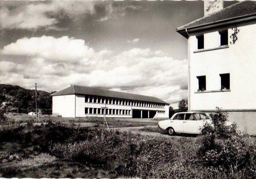 Sur l'une des photos des Ballastières, on voit la piscine flottante installée à l'époque.