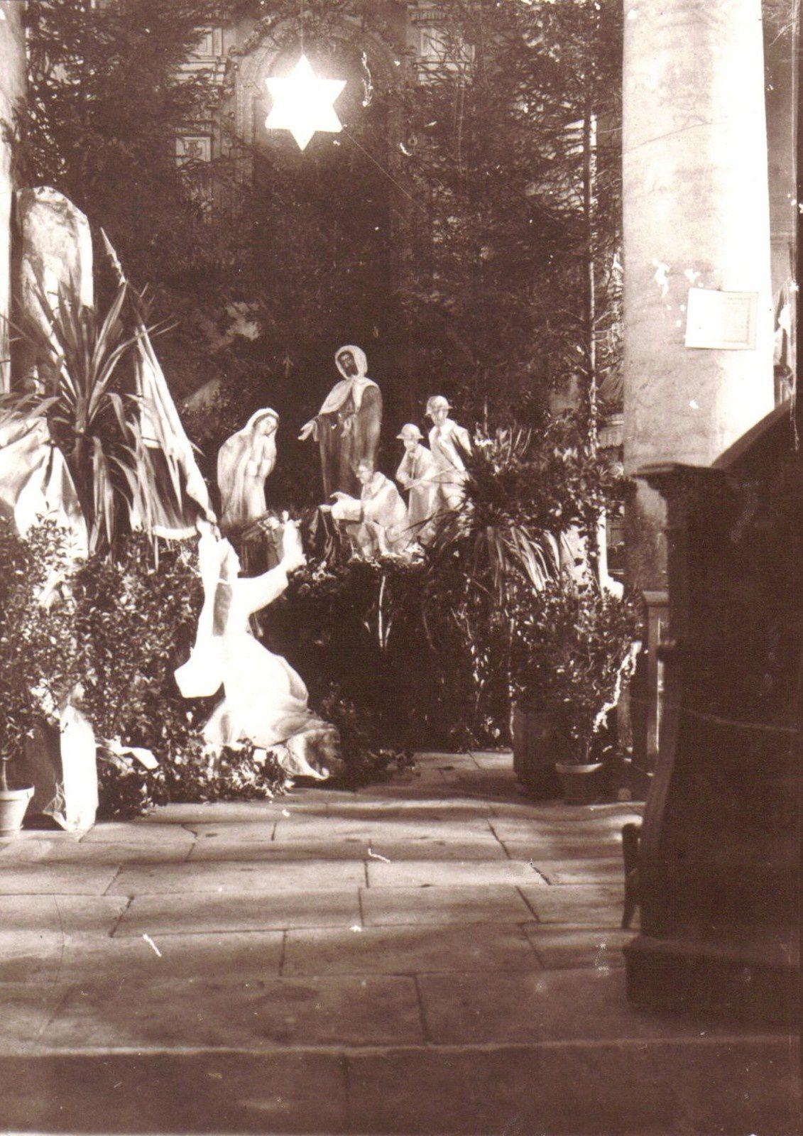 Crèche dans l'église en 1918