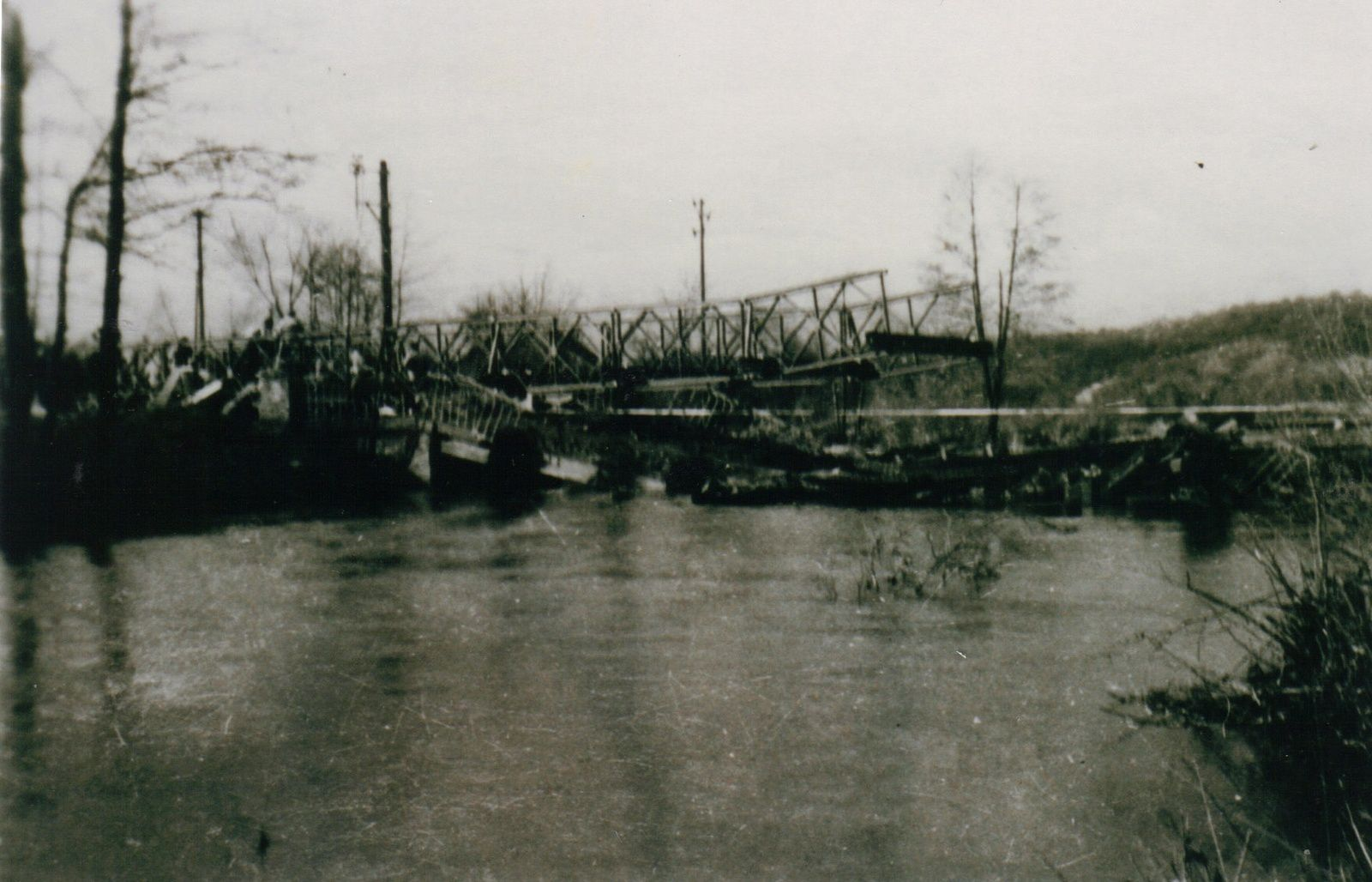 Le pont Bailey monté le 20 novembre 1944 (photo Yvette Mathey)