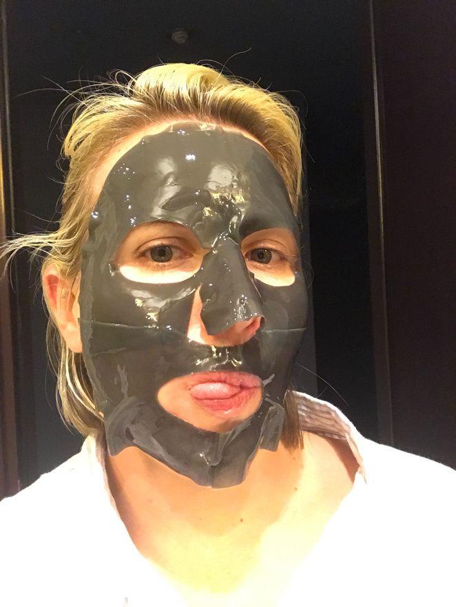 Beauty tip : le masque au charbon pour réduire les pores
