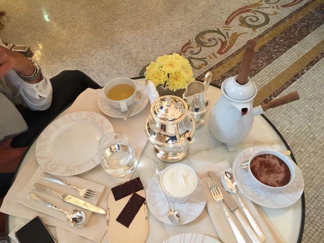 Le tea time au Plaza Athénée