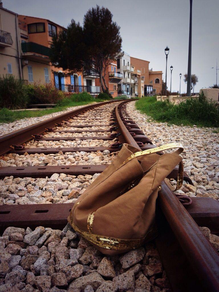 Vanessa voyage en train .....