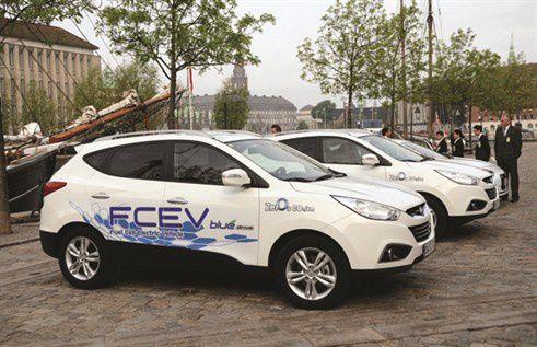 11/12/2013: Livraison de deux voitures électriques hydrogène ix35 de Hyundai en France
