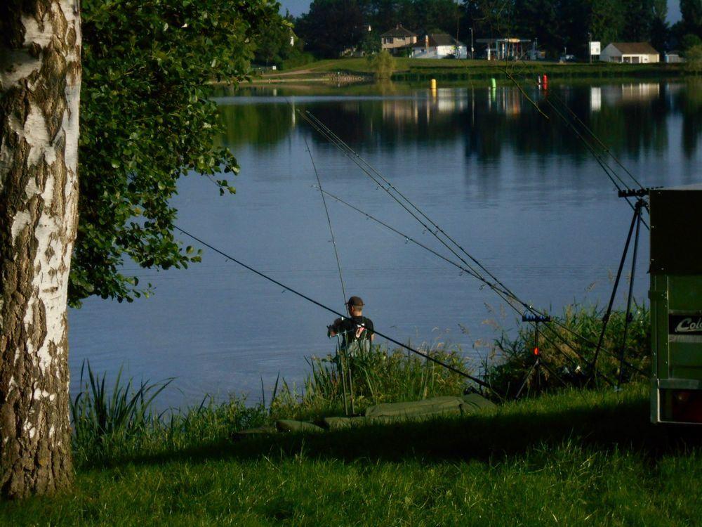 Les passionnés de pêche à la carpe à l'enduro d'Autun