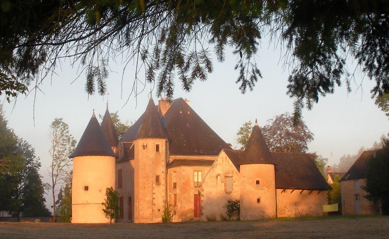 Le château du Vouchot, à la Grande-Verrière, révélé par une trouée