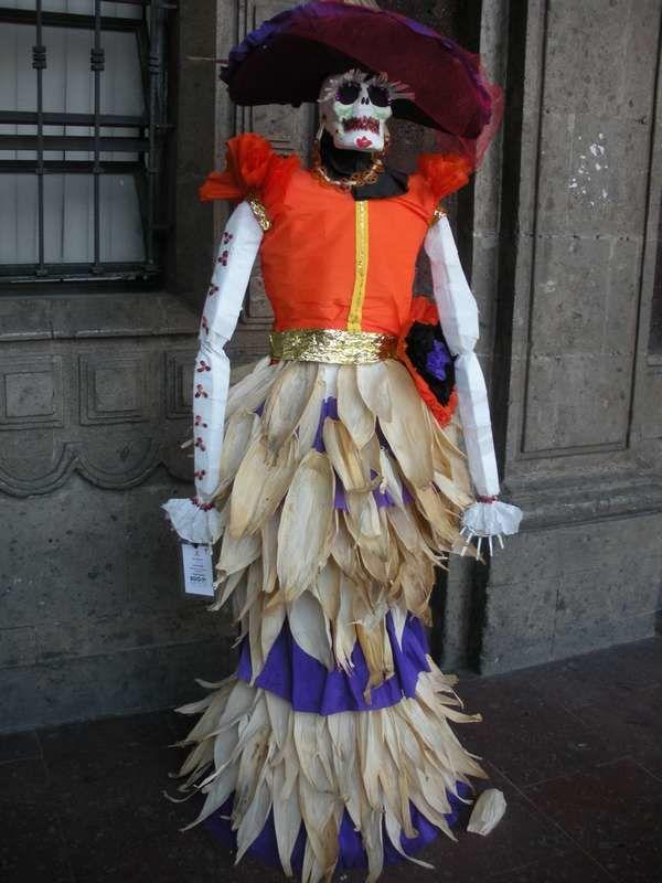 Et voici pour conclure le Dia de los Muertos une ribambelle de jolies catrinas cuernavacense