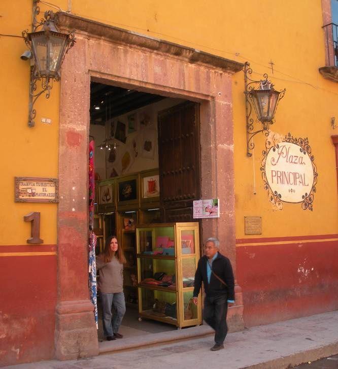 Les enseignes discrètes des commerçants de San Miguel