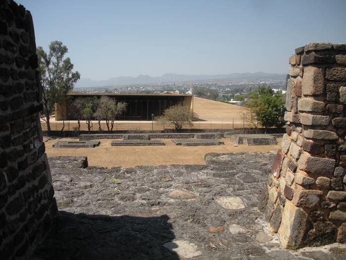 Alliance des styles modernes et préhispaniques, un vaste auditorium proche de Teopanzolco