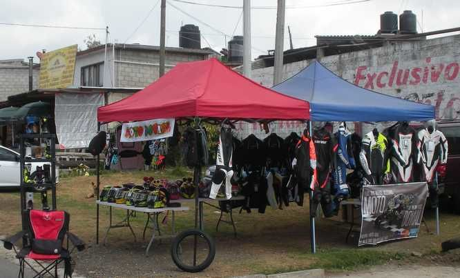 La longue montée vers Tres Marias, sur la route fédérale Cuernavaca - Mexico : que de vie !