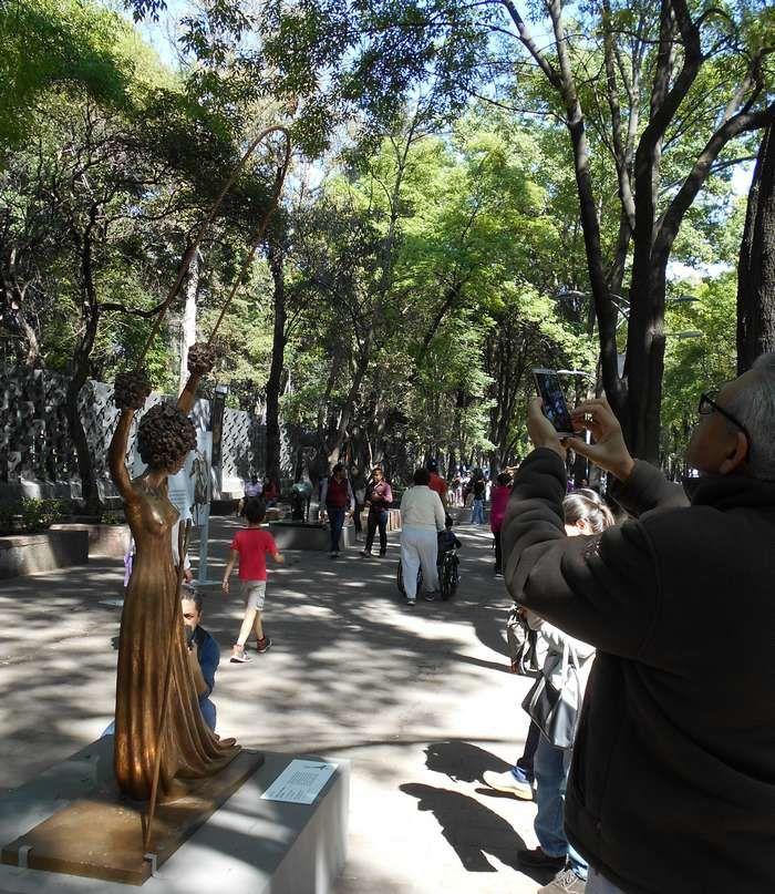 Salvador Dali exposé en plein air au Paseo de la Reforma à Mexico : un grand événement surréaliste