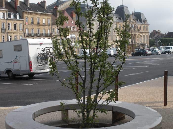 Réhabilitée la place du Champ-de-Mars à Autun est devenue plus agréable à vivre