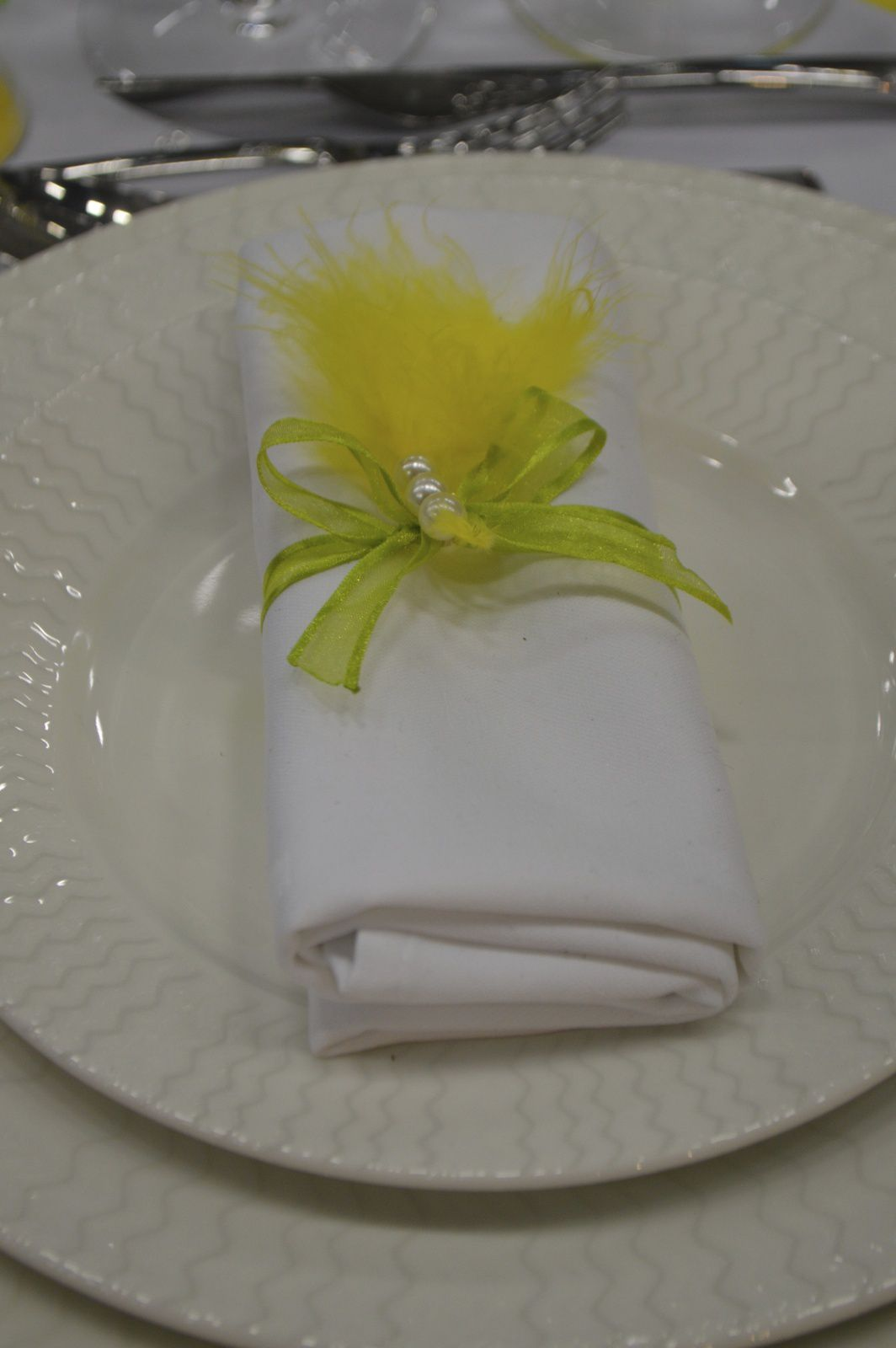 Marque place jaune et vert citron