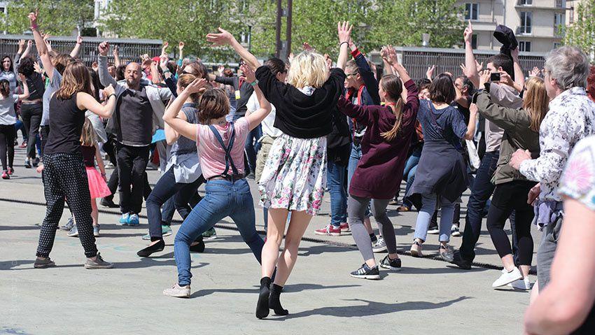 Echauffement public avec Anne Teresa De Keersmaeker - Fou de danse 2016 © Barbara Mai