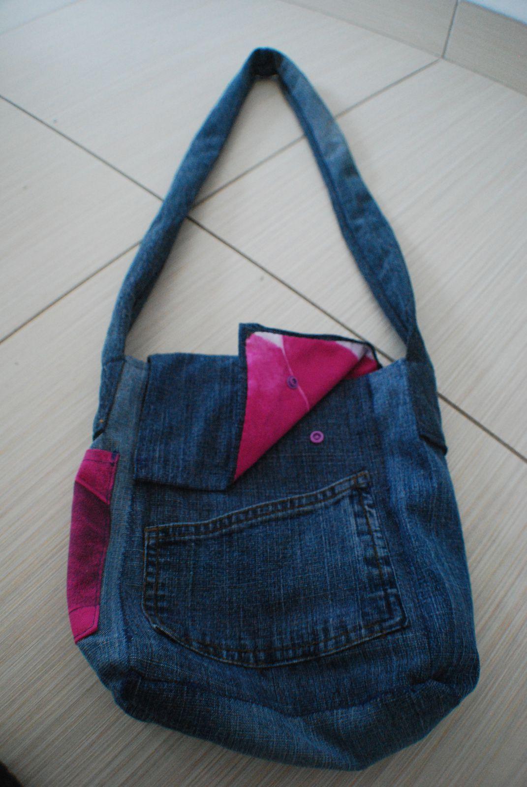 Sac besace en jean et porte monnaie assorti - Faire un ourlet de jean ...