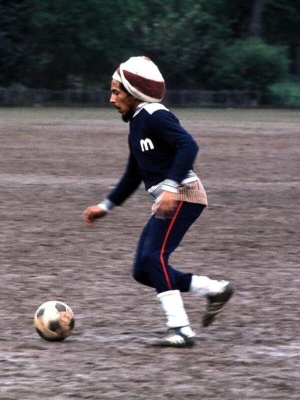 Bob Marley et un ballon (Merci @marco91300)