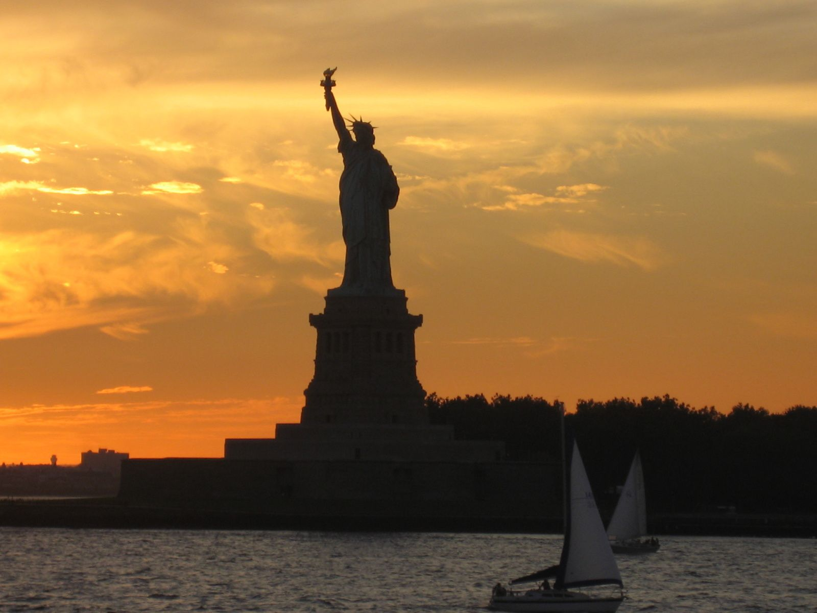 Miss Liberty au soleil couchant