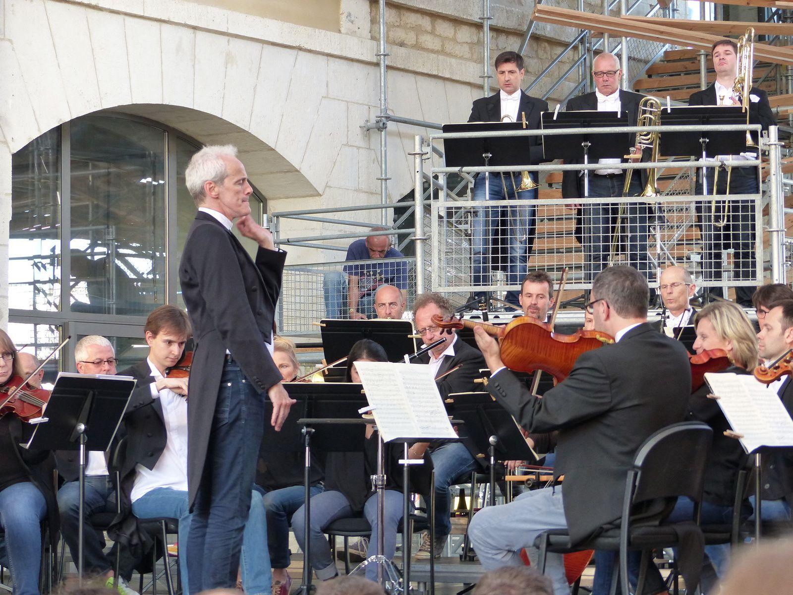 A Darwin, 3 dégustations de vin bio et la Symphonie N° 5  jouée par l'orchestre du TNBA dirigé par Paul Daniel