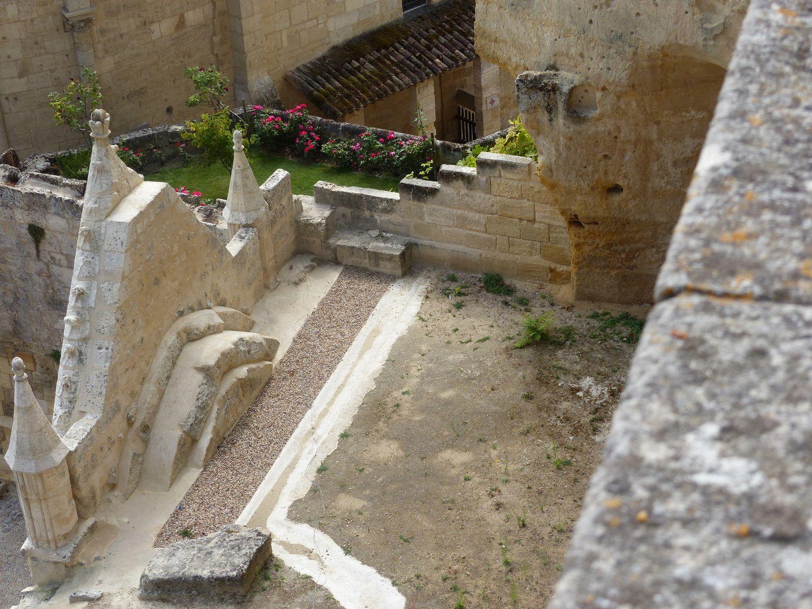 Je ne me lasse pas des toits de Saint Emilion à défaut de boire du Saint Emilion