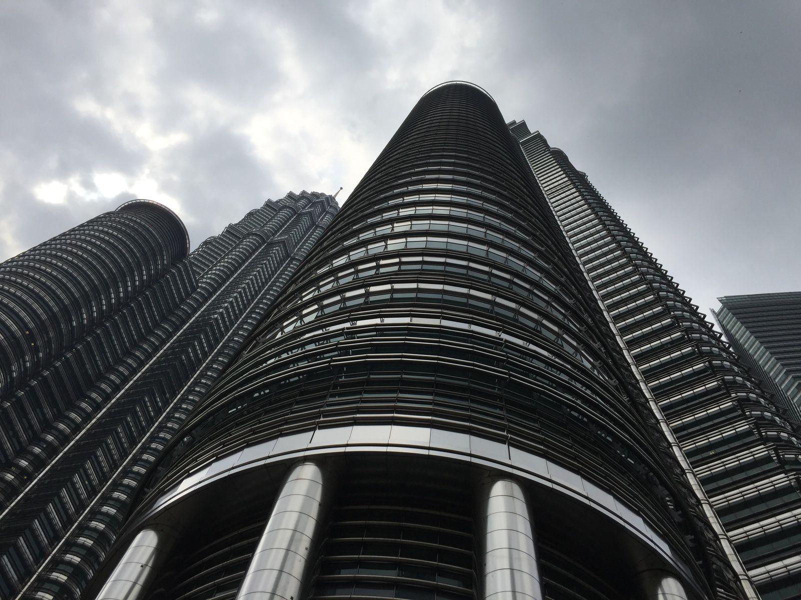 Tour Petronas vue d'en bas