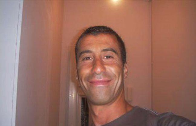 Hommage à Ahmed Merabet, le policier abattu sur le trottoir devant Charlie Hebdo