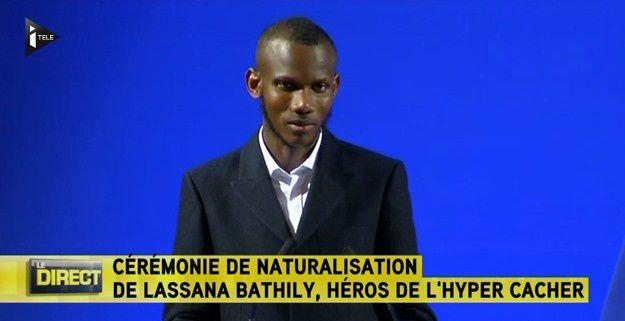 Lassana Bathily, le héros de la prise d'otages de Vincennes, est devenu Français hier ! (vidéo)