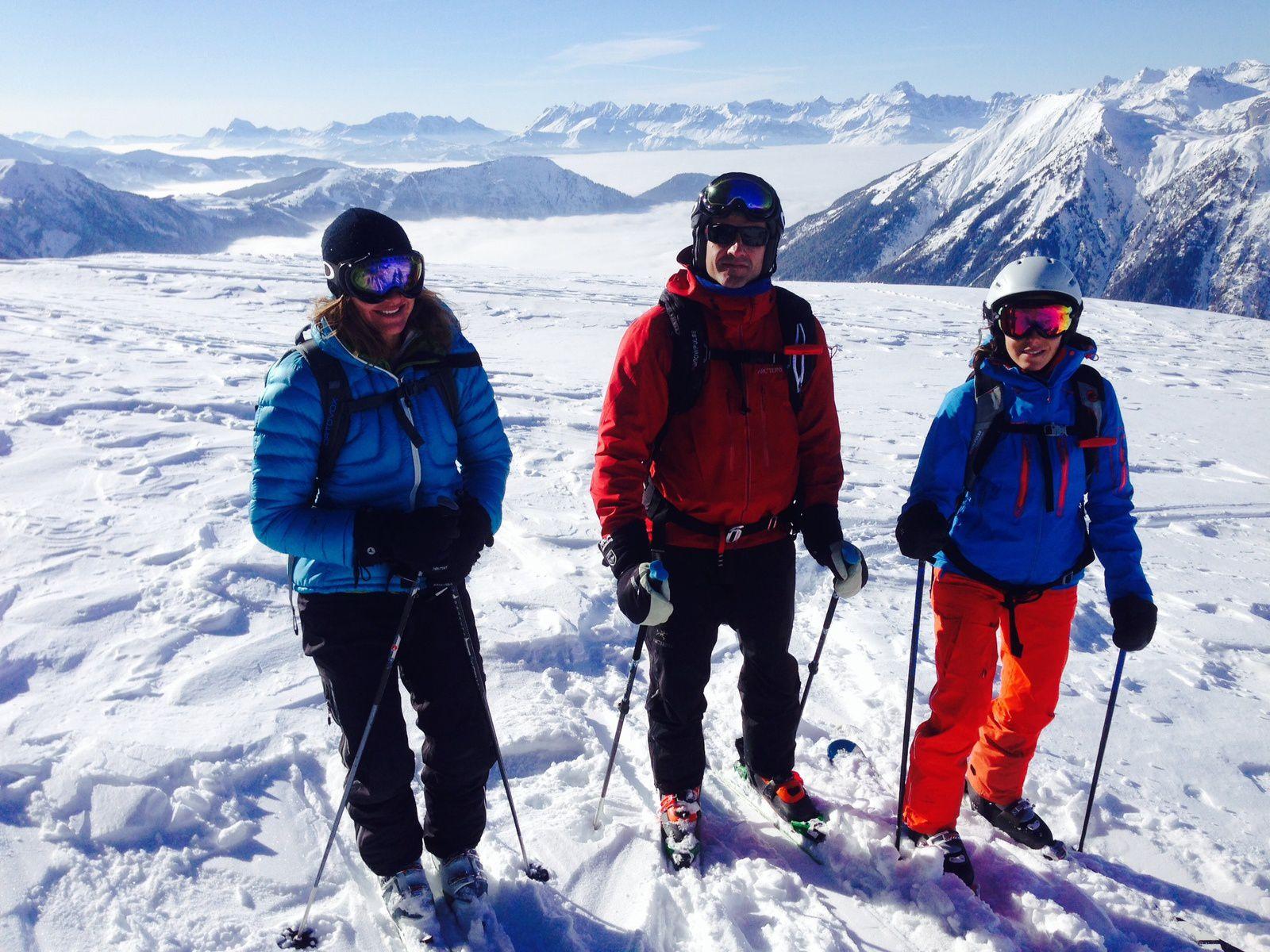 Hors pistes dans la vallée de Chamonix Mont Blanc avec Yasmine, Philippe et Guidette.