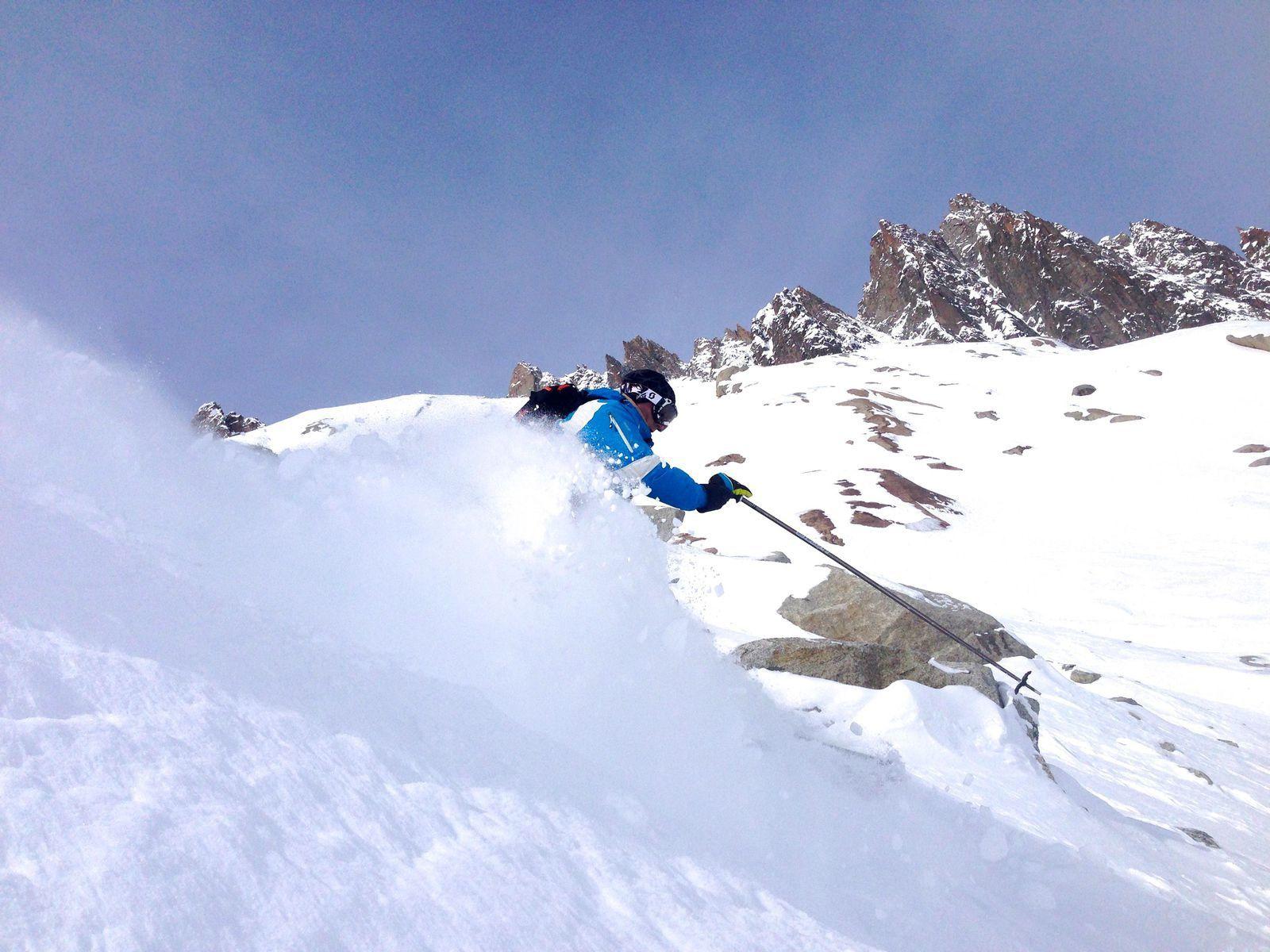 ski hors pistes, pentes raides, Chamonix Mont Blanc http://www.geromegualaguidechamonix.com