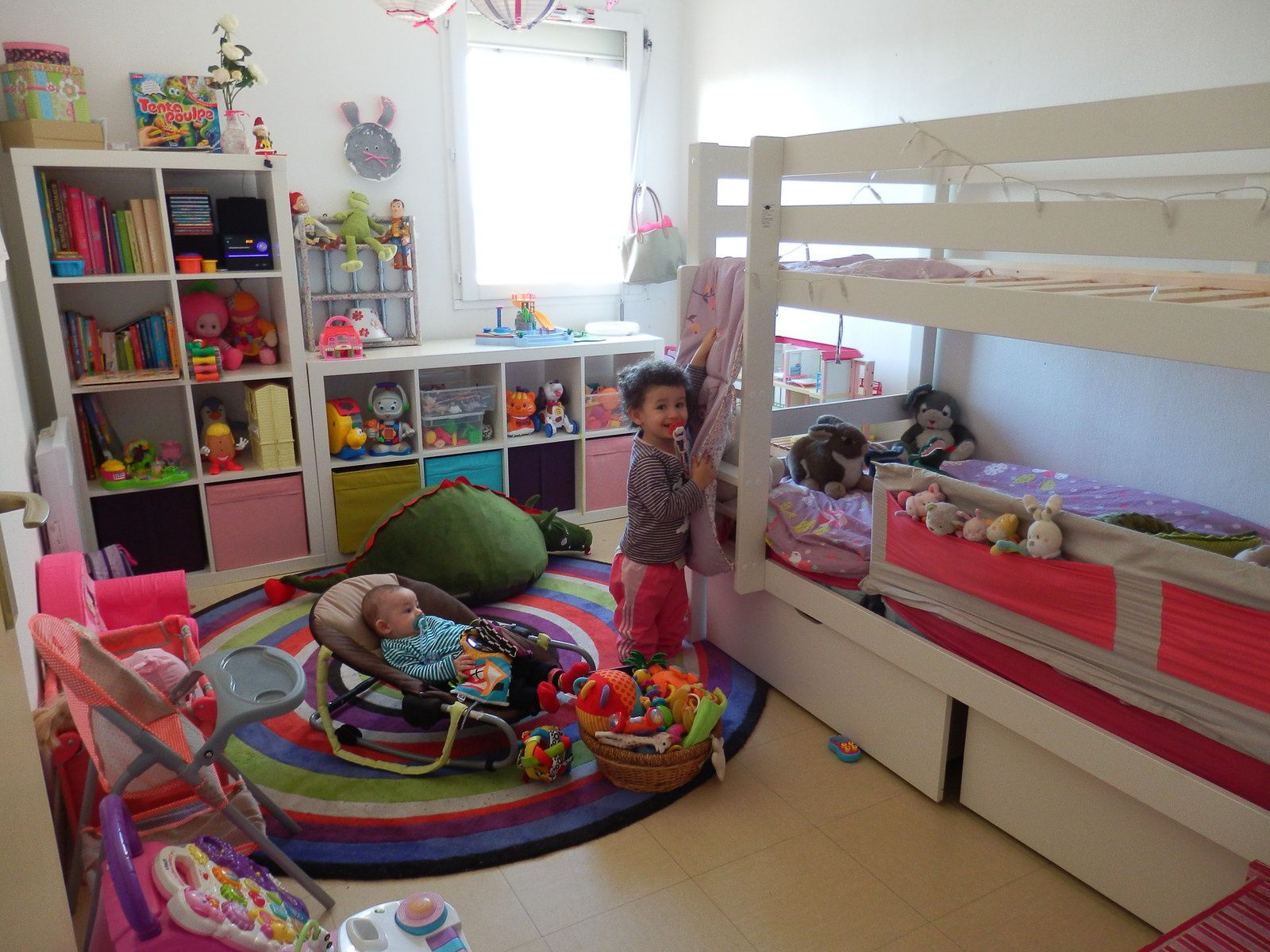 comment decorer la chambre de ma fille de 2 ans. Black Bedroom Furniture Sets. Home Design Ideas