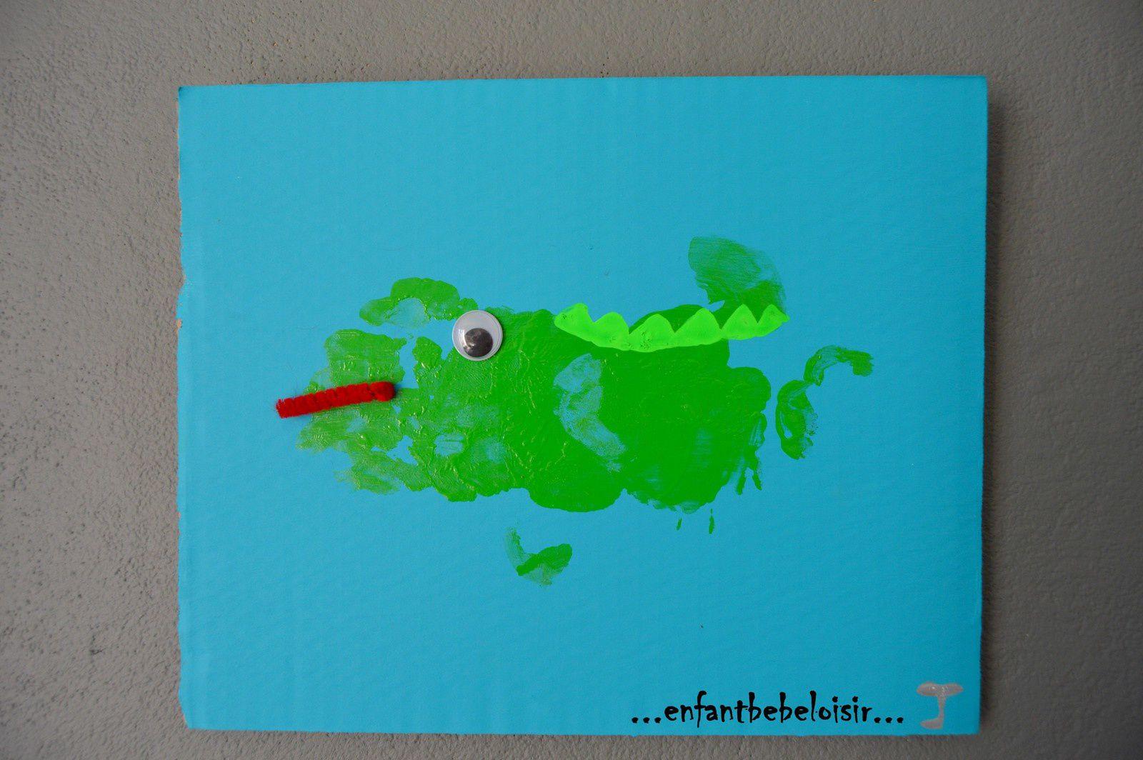 Peindre avec l'empreinte des mains un crocodile