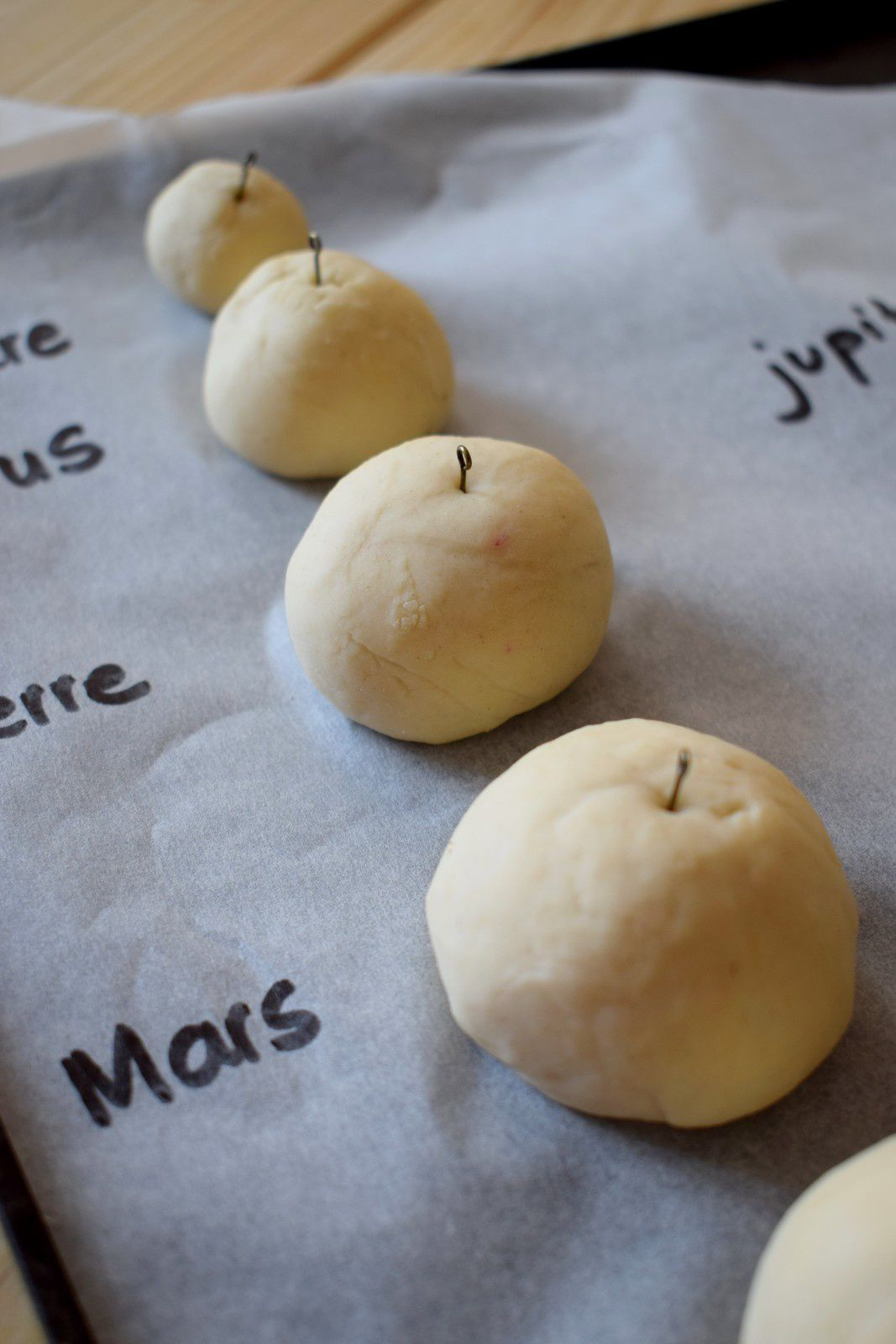 Fabriquer un système solaire en pâte à sel - DUCOU