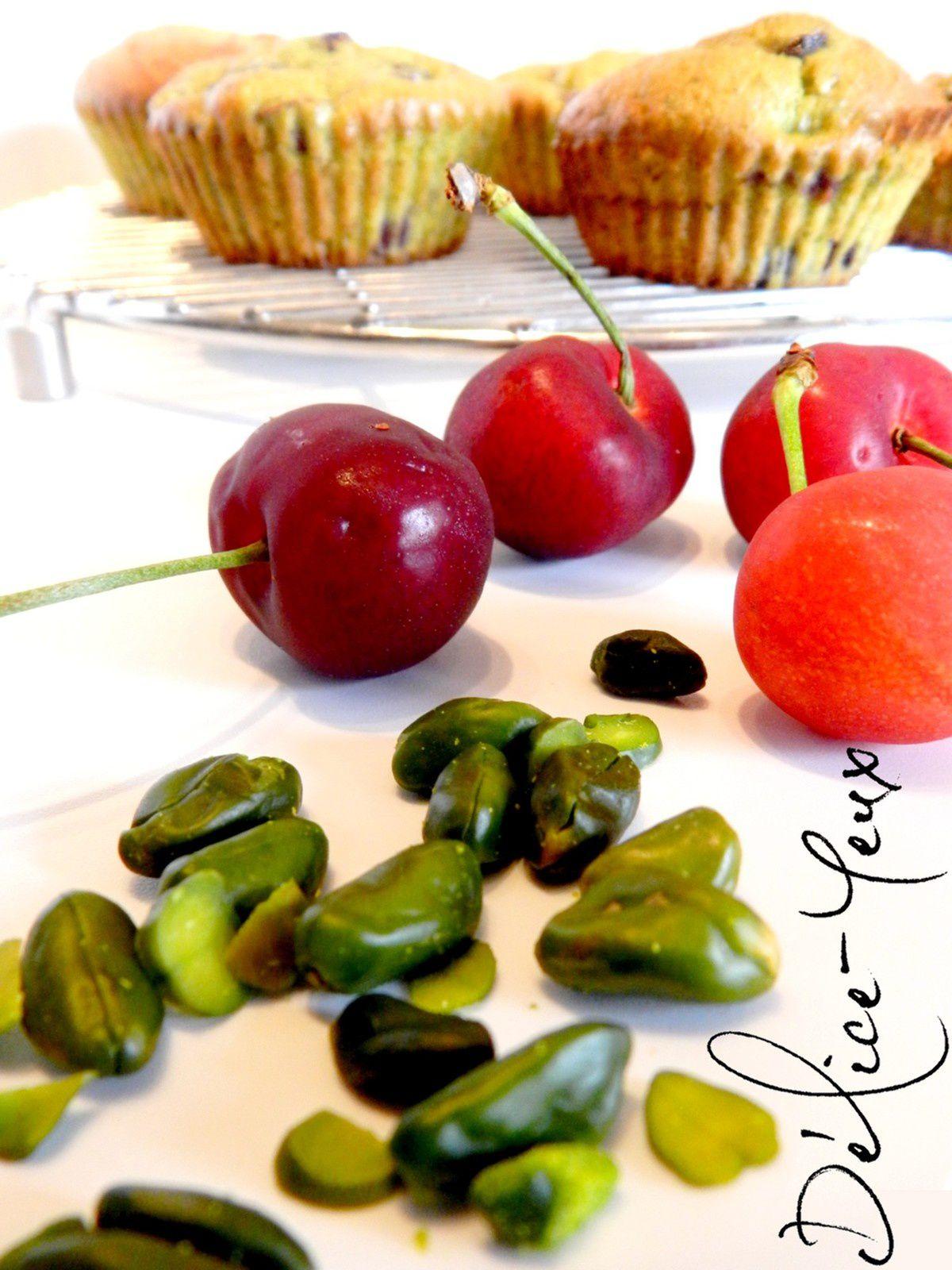 Petits gâteaux moelleux Cerises &amp&#x3B; Pistache