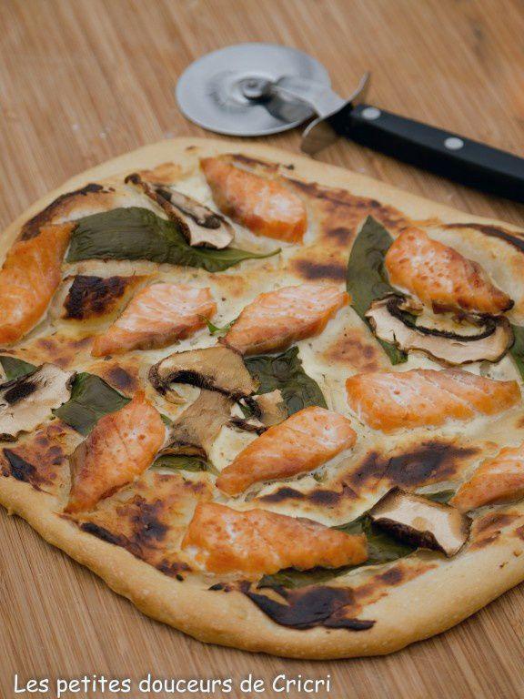 Pizza blanche au saumon et à l'ail des ours