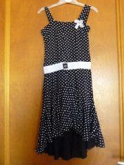 Une robe noire à poids blanc