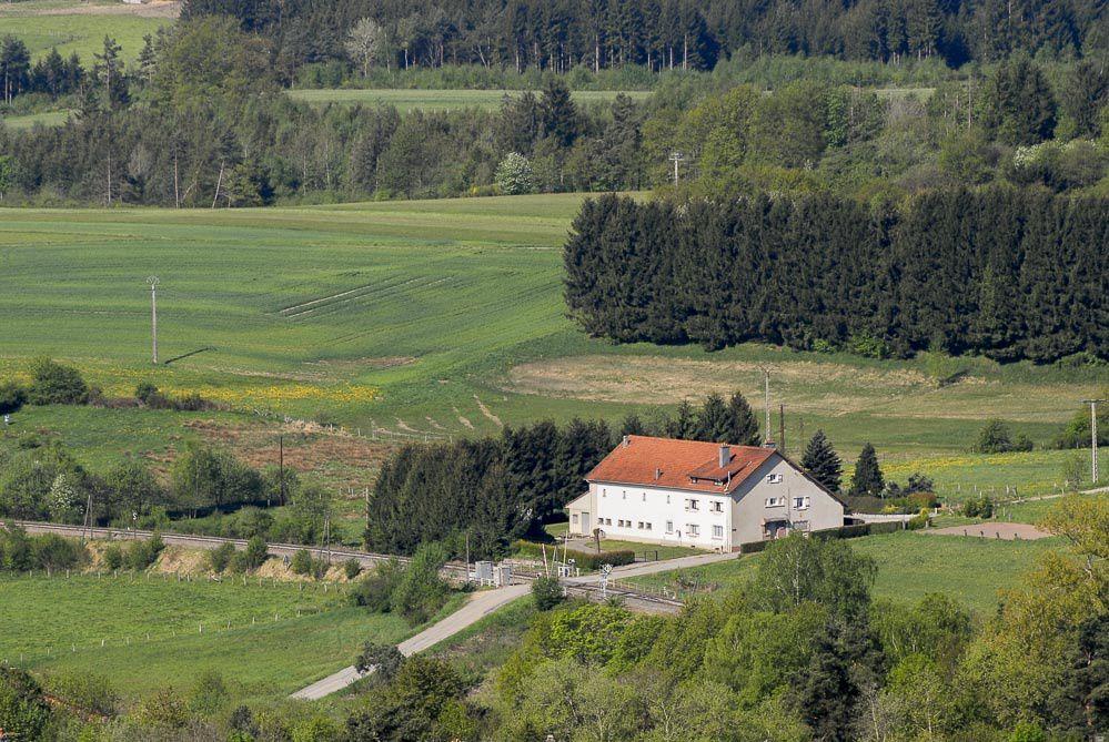Trois fermes Bruyèroises côté FAYS, toujours en activité ou devenues lieu de résidence.