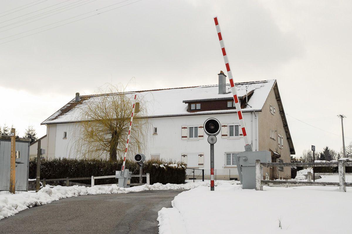 """Le passage à niveau n°47 au lieu-dit Grandrupt que nous appelions """"La ferme Monvoisin"""", avril 2008."""