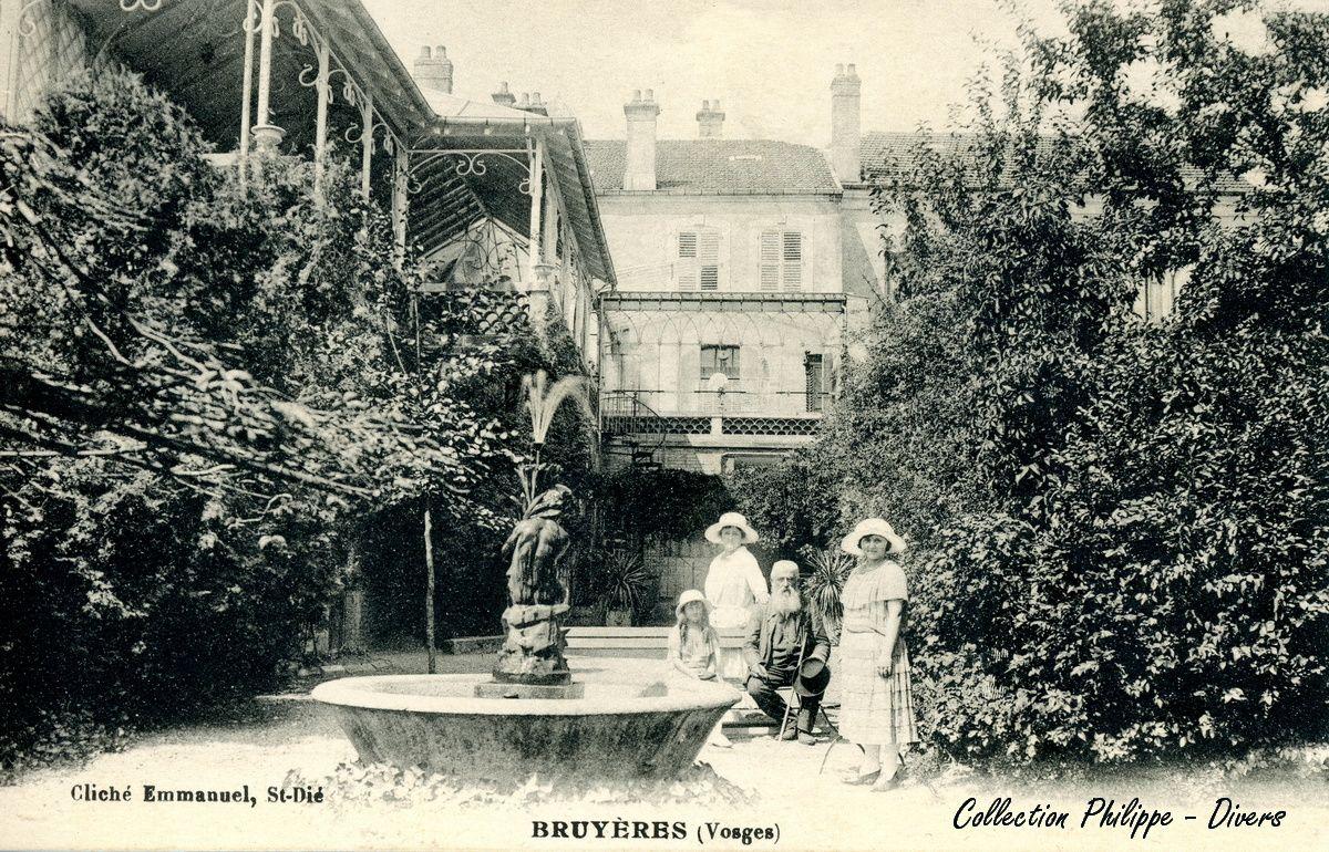 BRUYERES-VOSGES : une carte postale ancienne énigmatique