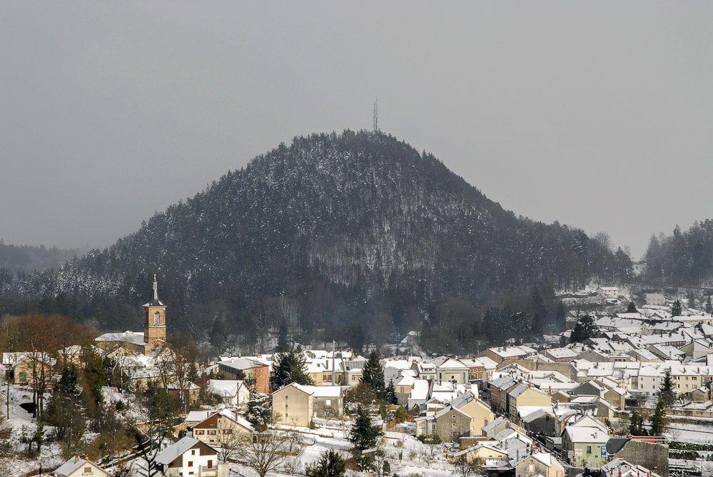 BRUYERES VOSGES : Pâques 2008, l'Helledraye après la Montagne du Château enneigée
