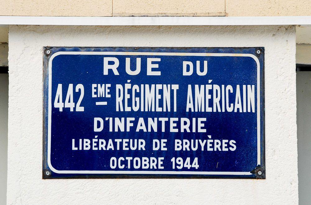 En direction de l'Héledraye en passant par la rue du 442 ème Régiment Américain d'Infanterie qui libéra BRUYÈRES en octobre 1944 .