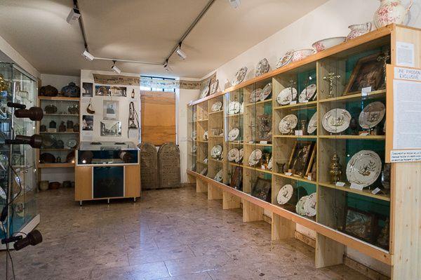 Lors de cette visite, je me suis présenté en faisant part de mon souhait de pouvoir prendre quelques photographies pour publier un article sur ce blog que je consacre à ma ville natale. J'en remercie vivement les deux personnes qui étaient à l'accueil et m'ont guidés dans cette visite du Musée Henri Mathieu.