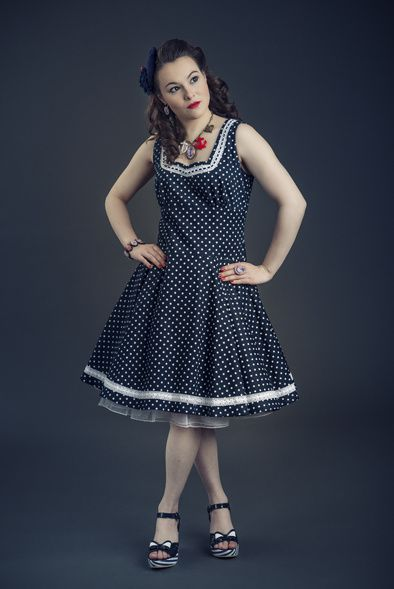 Robe Pin Up en jean pois blanc, reste une robe en T38/40 en boutique