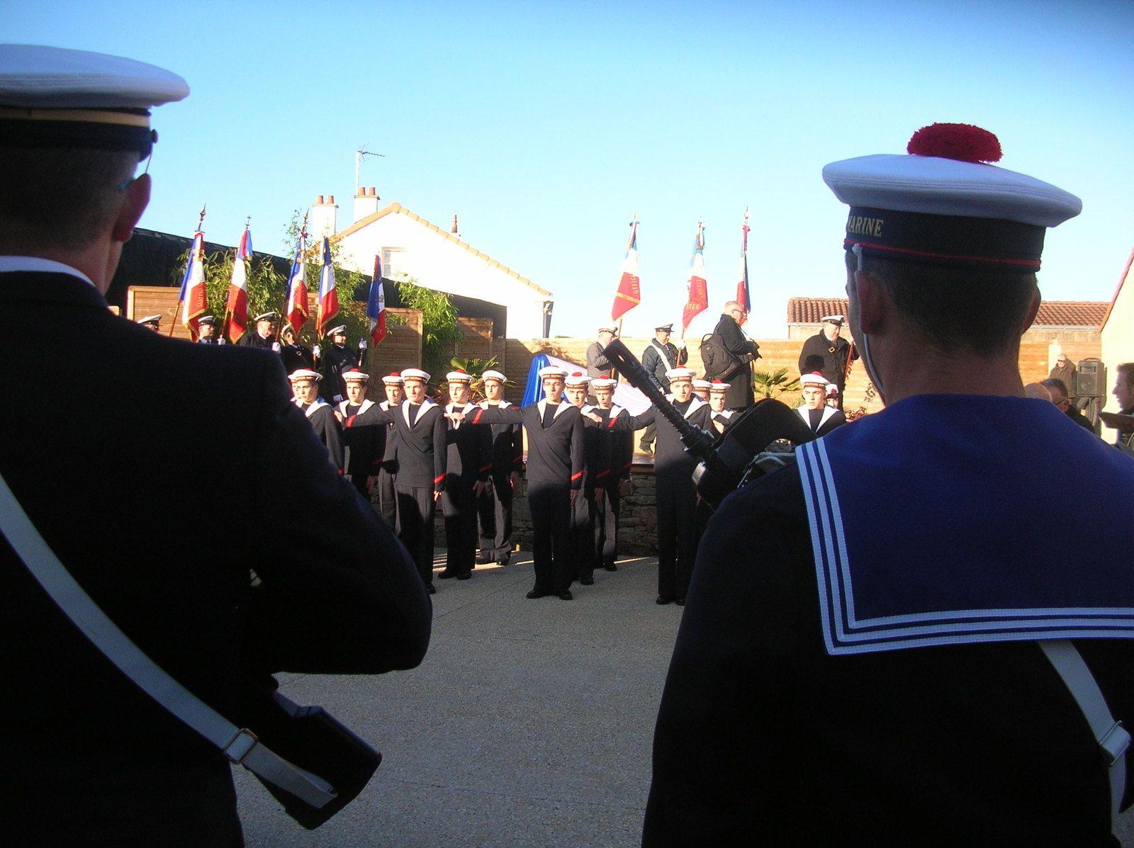 Prise de fanion de la PMM des Sables d'Olonne, sous le regard de L'amiral Du Chaffault.