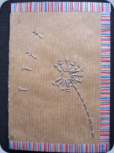 Une fleur de pissenlit... qui souffle aussi sur le dos du carnet!