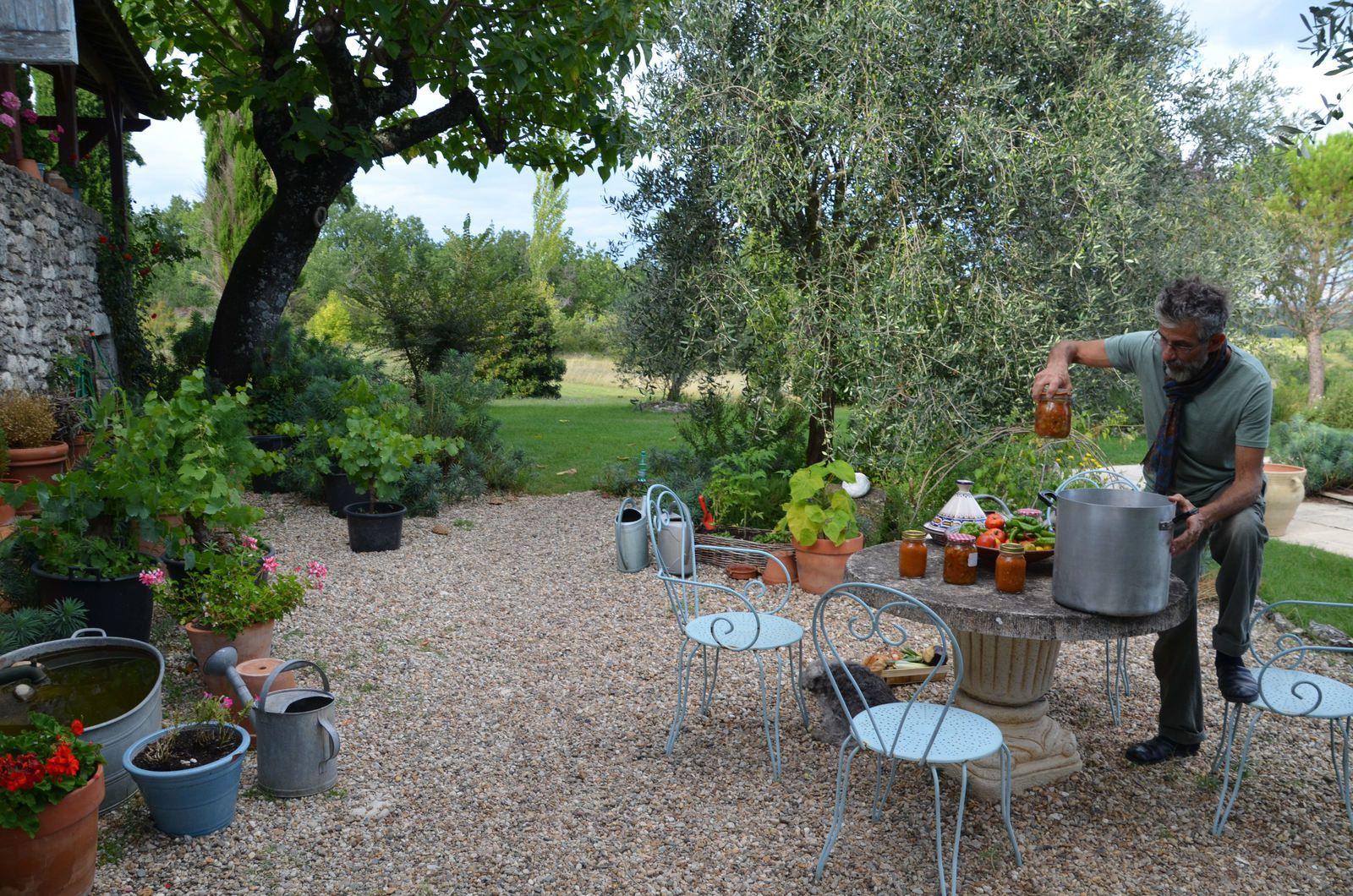Domaine Les Cyprès - le potager - le petit vignoble
