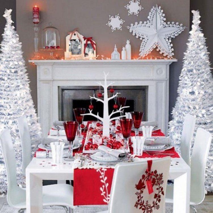 Petit Papa Noel,tu vas bientôt descendre du ciel.....n'oublie pas nos petits souliers.....