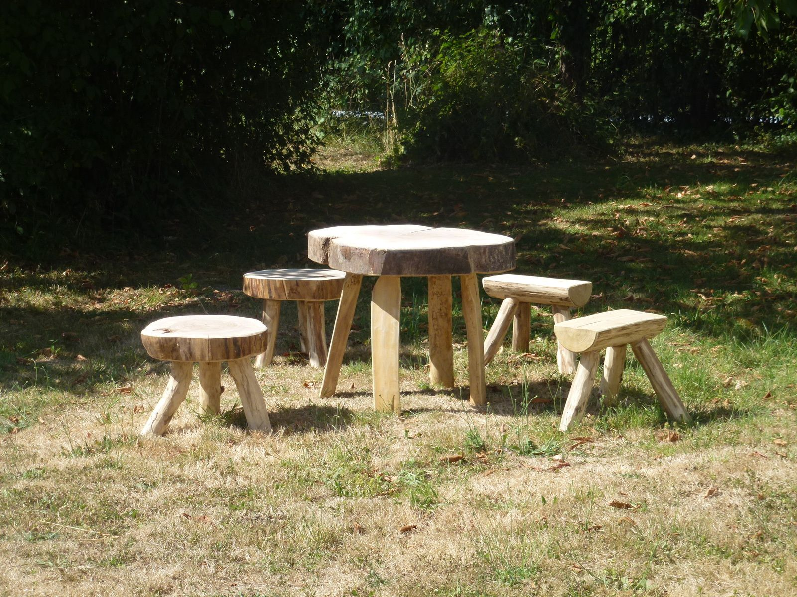 Ensembles table (mi-)basse et tabourets