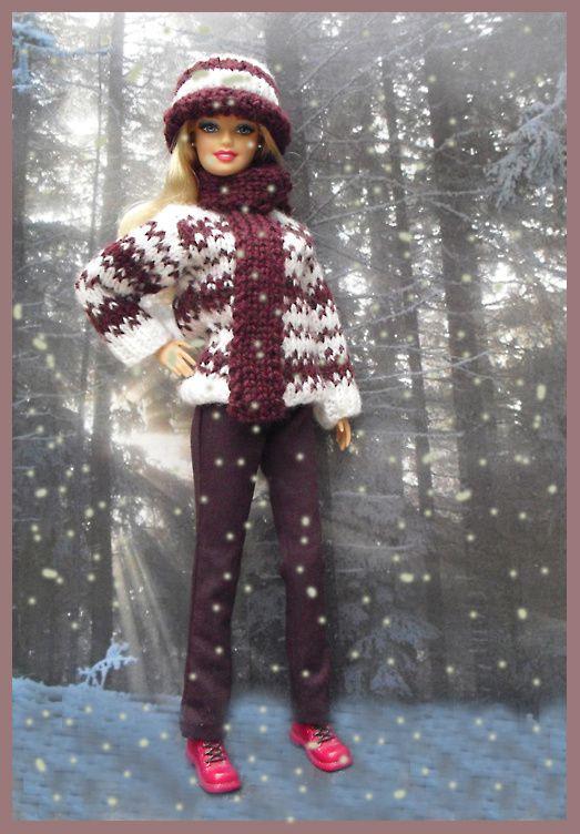 pull blanc/violet en laine, bonnet assorti, pantalon violet,  bottillons rouges