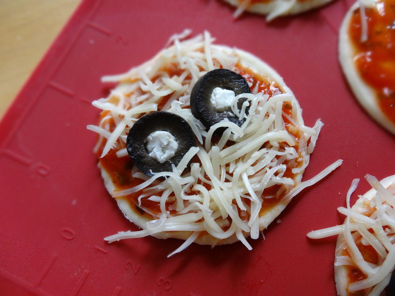 Recettes d'Halloween - Pizzas Momies !