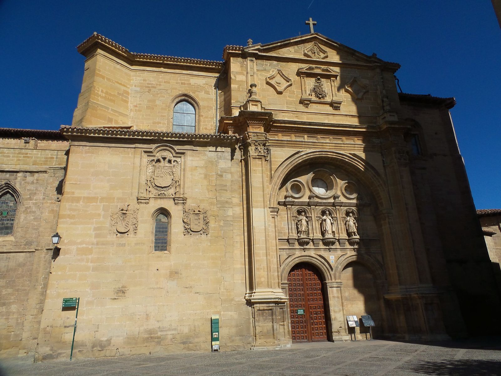 Santo Domingo de la Calzada avec la cathedrale, sa poule et son coq